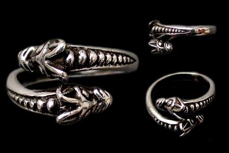 ad30 ridged double wolf ring